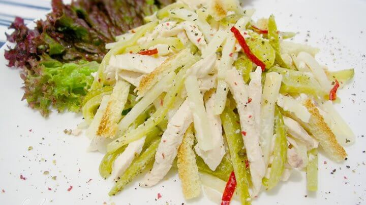 салат с корнишонами и сельдереем
