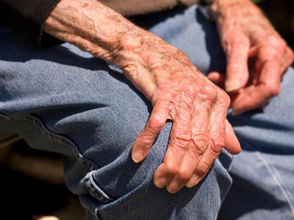 Симптомы и признаки болезни Паркинсона у женщин