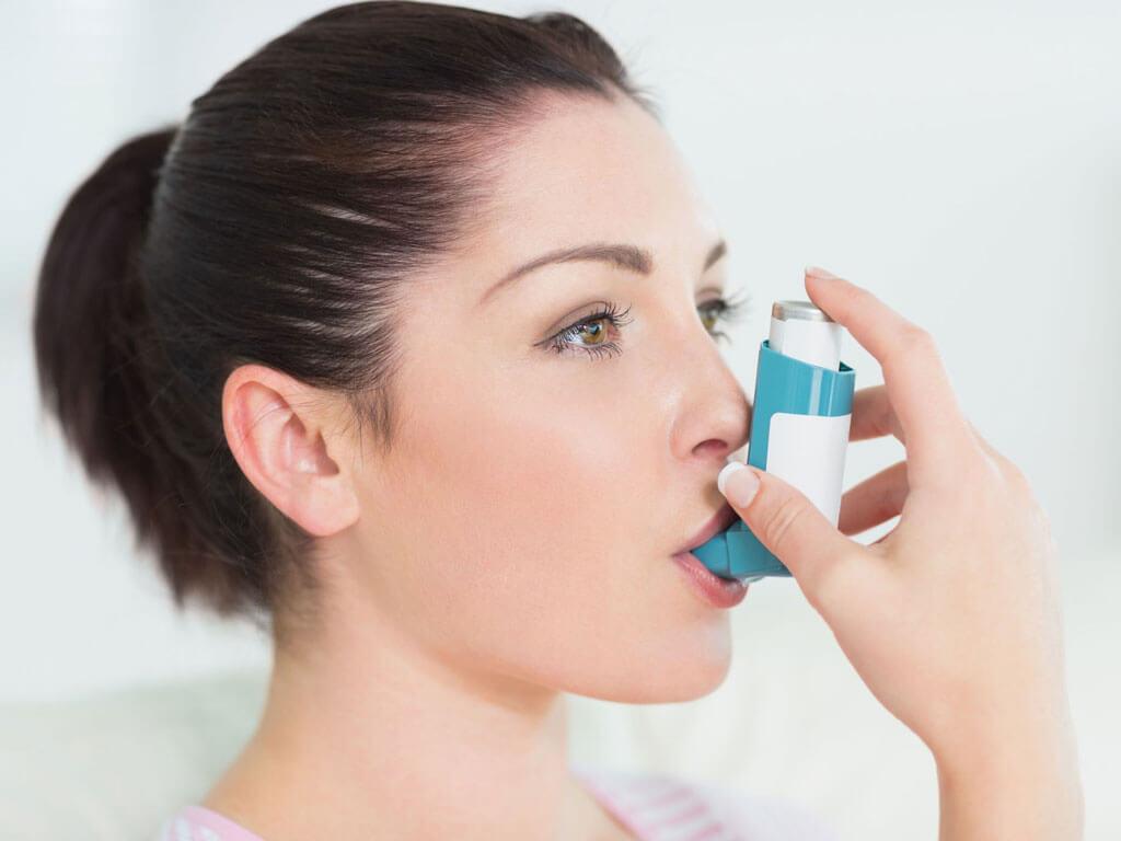 https://healfolk.ru/wp-content/uploads/2019/02/kak-nachinaetsya-astma-u-vzroslyh.jpg